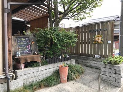 子連れ歓迎カフェ・RENO cafeの車椅子、ベビーカー用出入り口